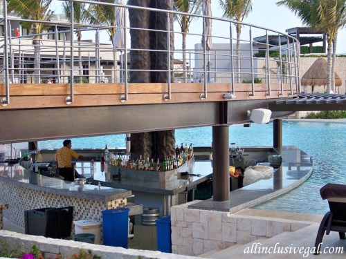 Dreams Playa Mujeres beachfront pool swim-up bar