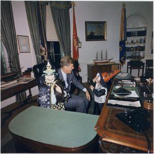300px-Halloween_Visitors_to_the_Oval_Office._Caroline_Kennedy,_President_Kennedy,_John_F._Kennedy,_Jr._White_House,_Oval..._-_NARA_-_194260