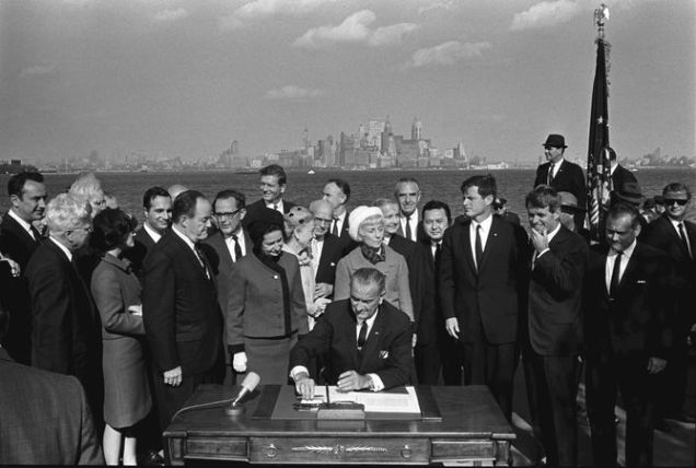 669px-Immigration_Bill_Signing_-_A1421-33a_-_10-03-1965