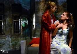 και η Μαρία Καρακίτσου στρέφεται για βοήθεια στη Θεοδώρα Σιάρκου...