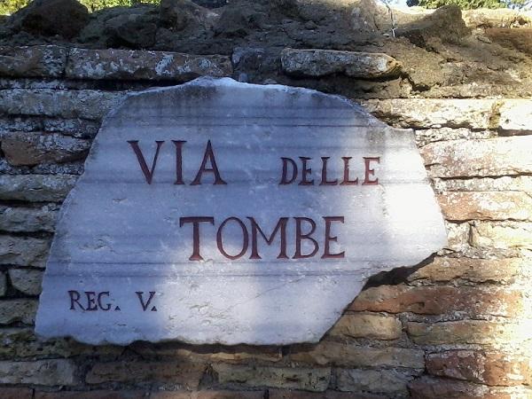 1.OSTIA ANTICA Via delle tombe