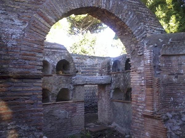 3.OSTIA ANTICA Via delle tombe
