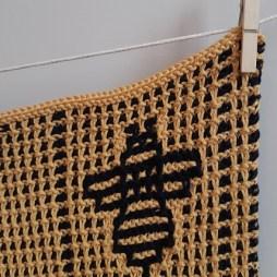 00. serviette motifs abeilles tricot mosaique
