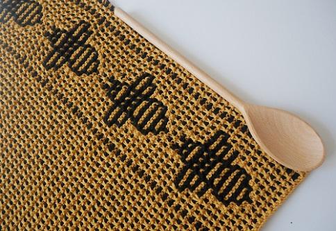 03. serviette motifs abeilles tricot mosaique