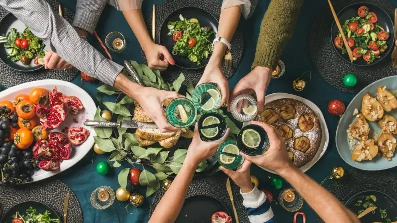 How to Navigate Holiday Meal Gatherings and Emotions