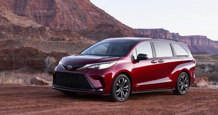 2021 Toyota Sienna with new exterior design