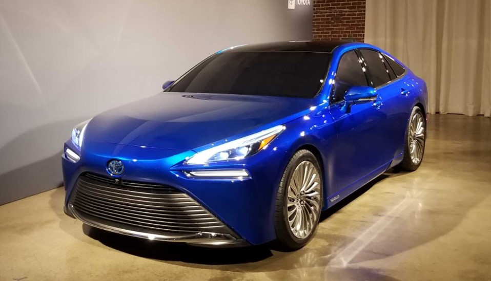 2022 Toyota Mirai view from the right side