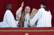 Pope Francis urges peace in conflict zones in Christmas address