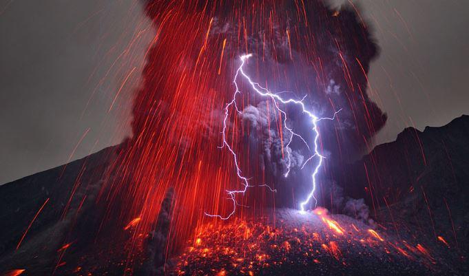 volcanoe-lightning.jpg