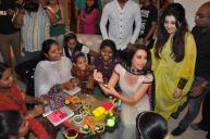 r5vz3fe5xf0eiqu3.D.0.Karisma-Kapoor-interacting-with-underprivileged-girls-at-the-Project-Crayons-NGO-event-for-Women--s-Day--2-