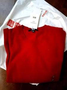 ユニクロのカシミヤセーター赤