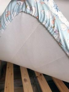 イケアのマットレスにボックスシーツを作って被せた画像