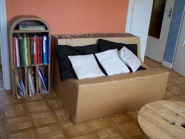 Un canapé en carton