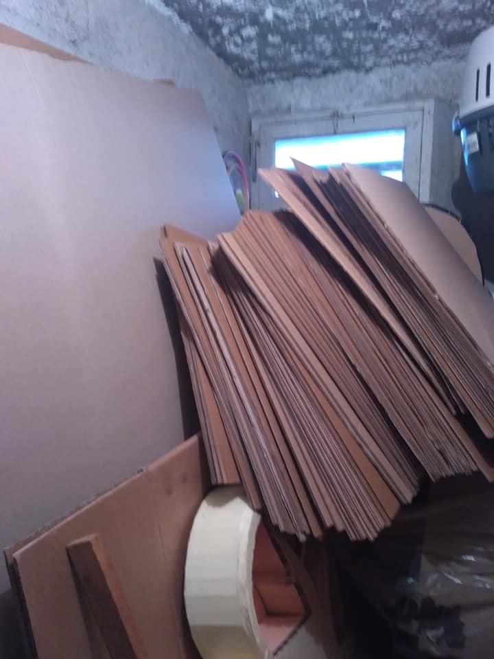 La finition des meubles en carton est déjà dans le choix du carton qu'on récupère