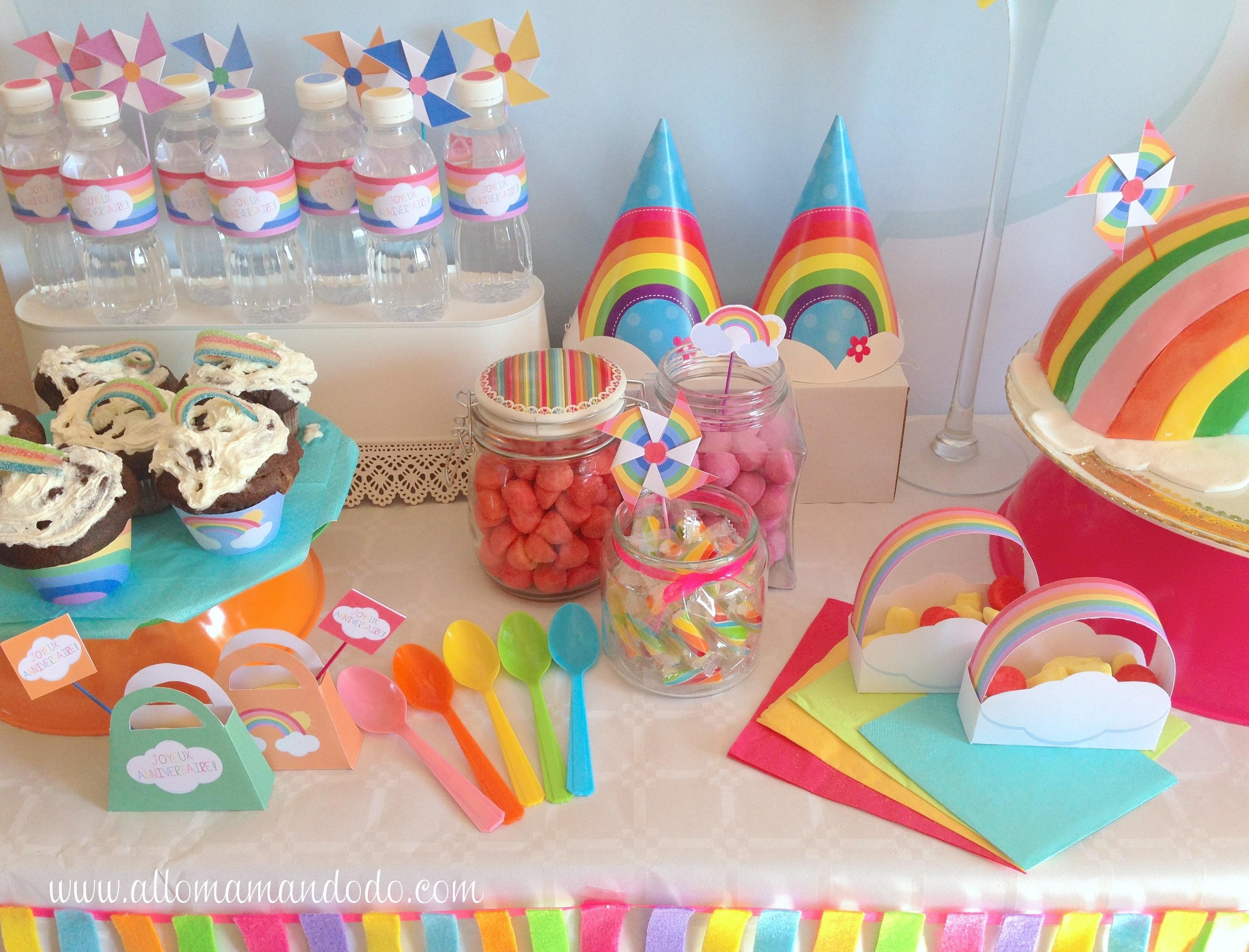 """la sweet table déco d'anniversaire """"arc-en-ciel"""": les photos"""