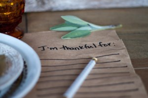 guests can let their host/ess know what their thankful for with this super simple placemat (via)