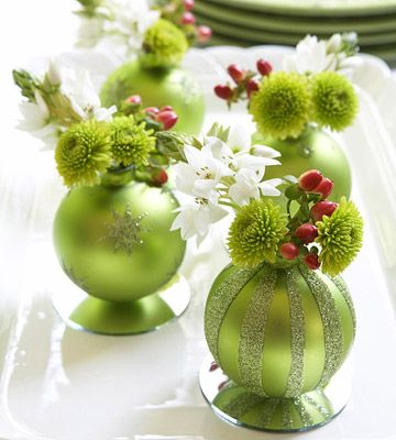 these decorative holiday bud vases are so simple and festive (via)
