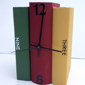 Book Clock via http://acreativeprincess.blogspot.com/2011/06/books-turned-into-clock.html