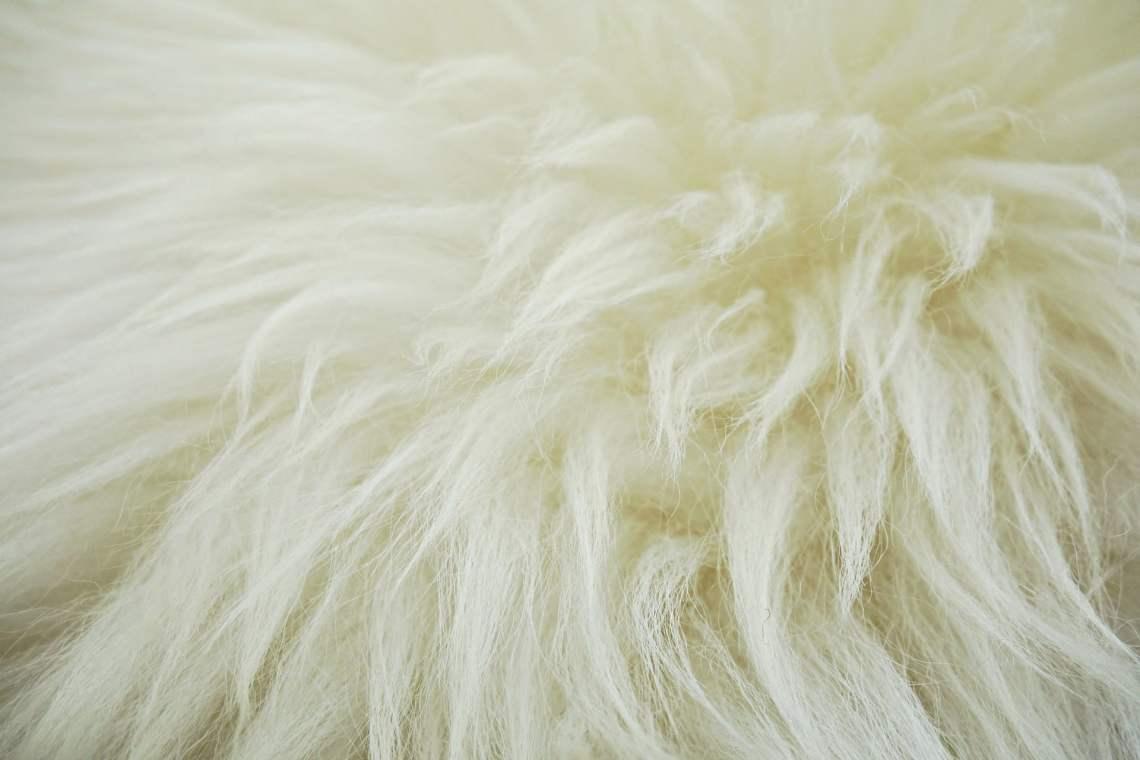 Zoom sur la tapis en peau de mouton
