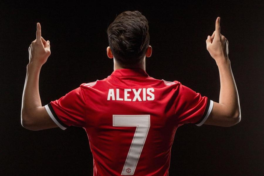 #Alexis7: All set to charm the Theatre of Dreams to his tune!