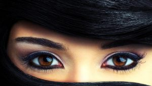 Beautiful Brown Eyes Picture in Close Up for make up tutorial