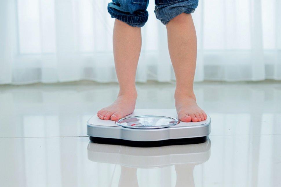 قياس الوزن لطفل