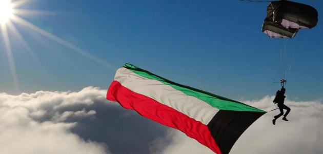 علم الكويت يحلق في السماء