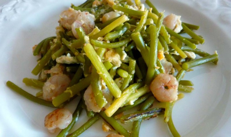 Scrumbled Eggs with Young Garlic and Shrimps