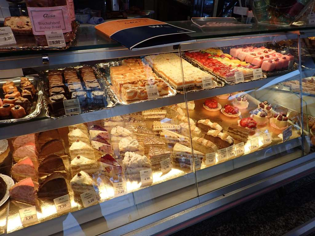 Rows of beautiful cakes, slices, and tarts – I would recommend you put this at the top of your Vienna list, too!