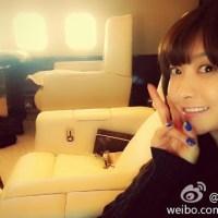Victoria F(x) Berbagi Lovely Photo Dalam Pesawat