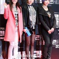 """Shinhwa, Super Junior, 2NE1, dan Selebriti Lainnya Menghadiri Pemutaran VIP Film """"Berlin"""""""