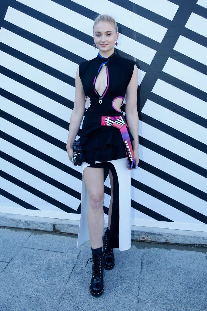 Sophie Turner Sexy Pics