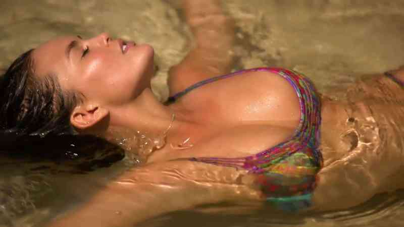 sexy celebs swimming