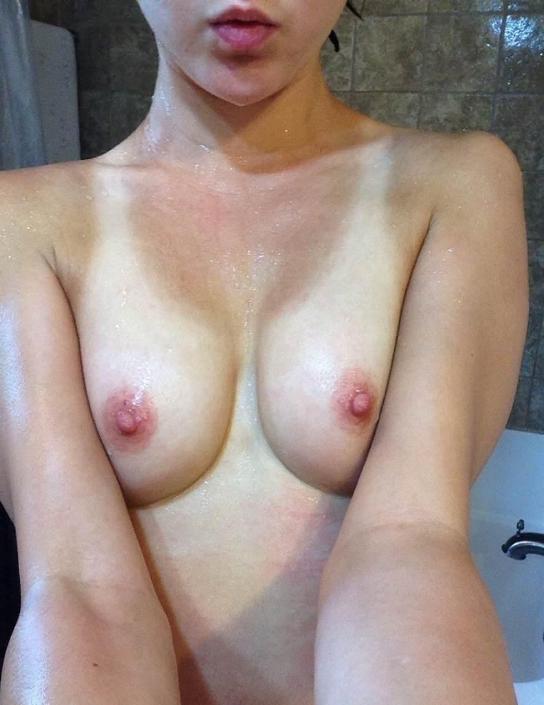 Maisie Williams Nude Pics & Sexy Leaks