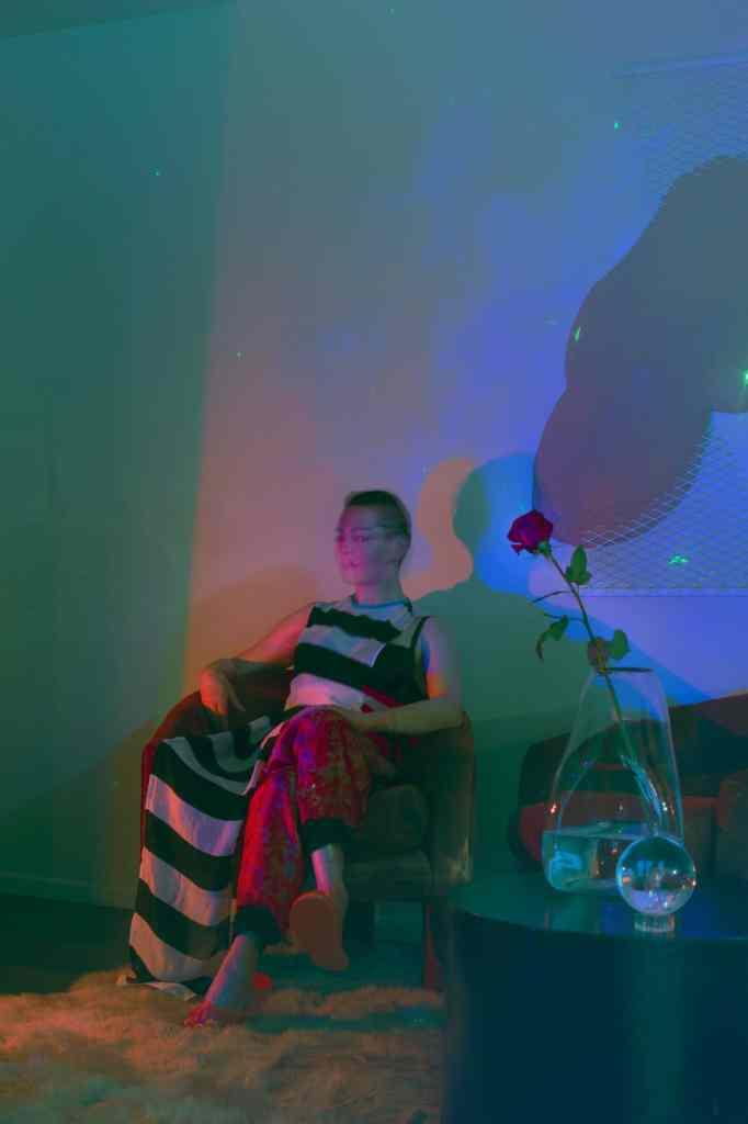 Rose McGowan Magazine Shoot (Posture)