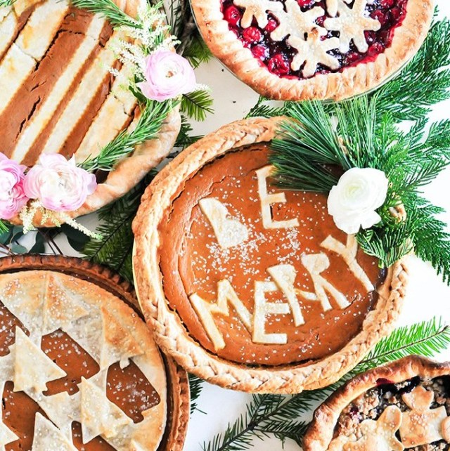 Be Merry Pie - 8 Christmas Pie Crust Design Ideas