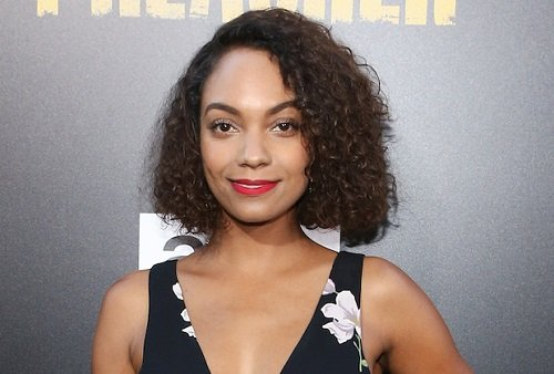 Photo of an actress Lyndie Greenwood