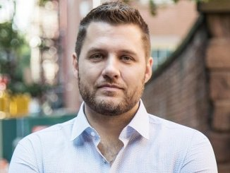Author and blogger Mark Manson image