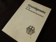 Das Deutsche Grundgesetz. Grundsätzliches in konzentrierter, schlichter Form. Fast erschreckend wie wenig spektakulär die Staatsgrundlage ist!