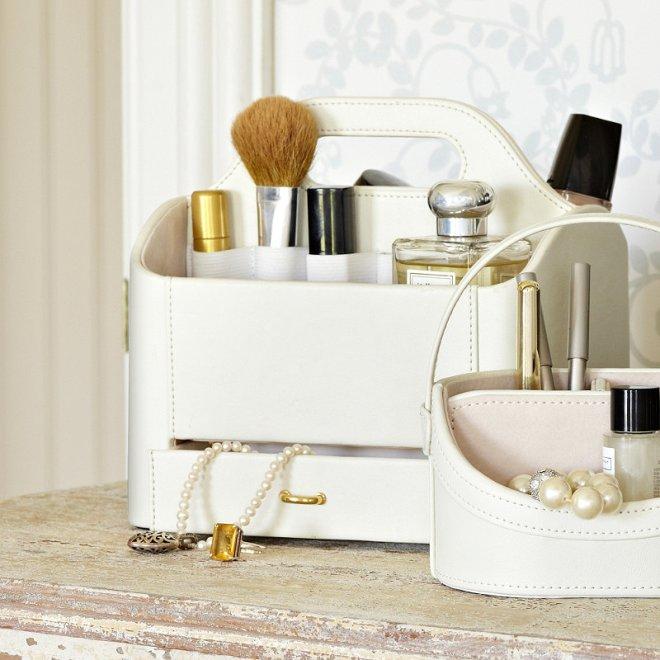 make up storage 2