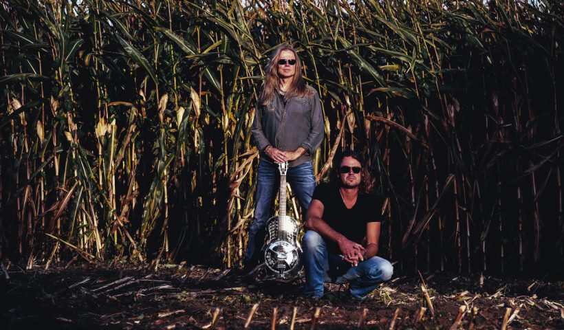 Vandenderg's MoonKings Announce Release of Rugged and Unplugged On 11/23