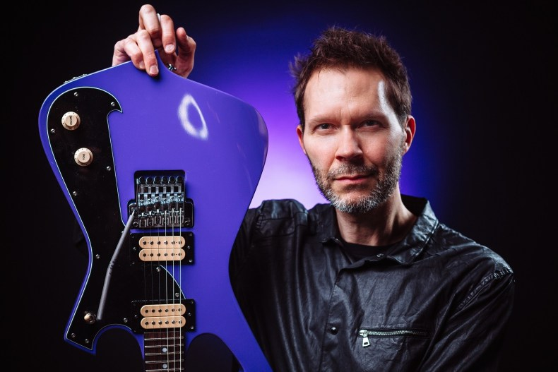 """Paul Gilbert To Release 'Behold Electric Guitar"""" on May 17"""