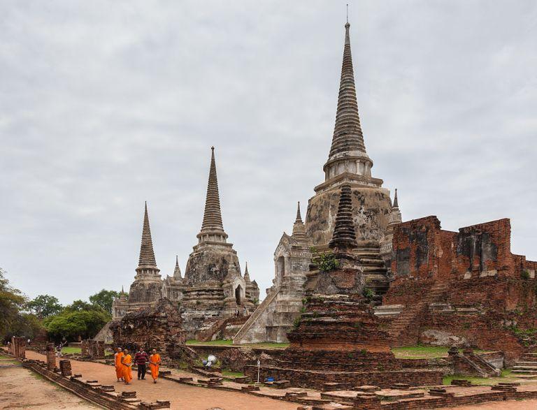Templo_Phra_Si_Sanphet,_Ayutthaya,_Tailandia,_2013-08-23,_DD_16