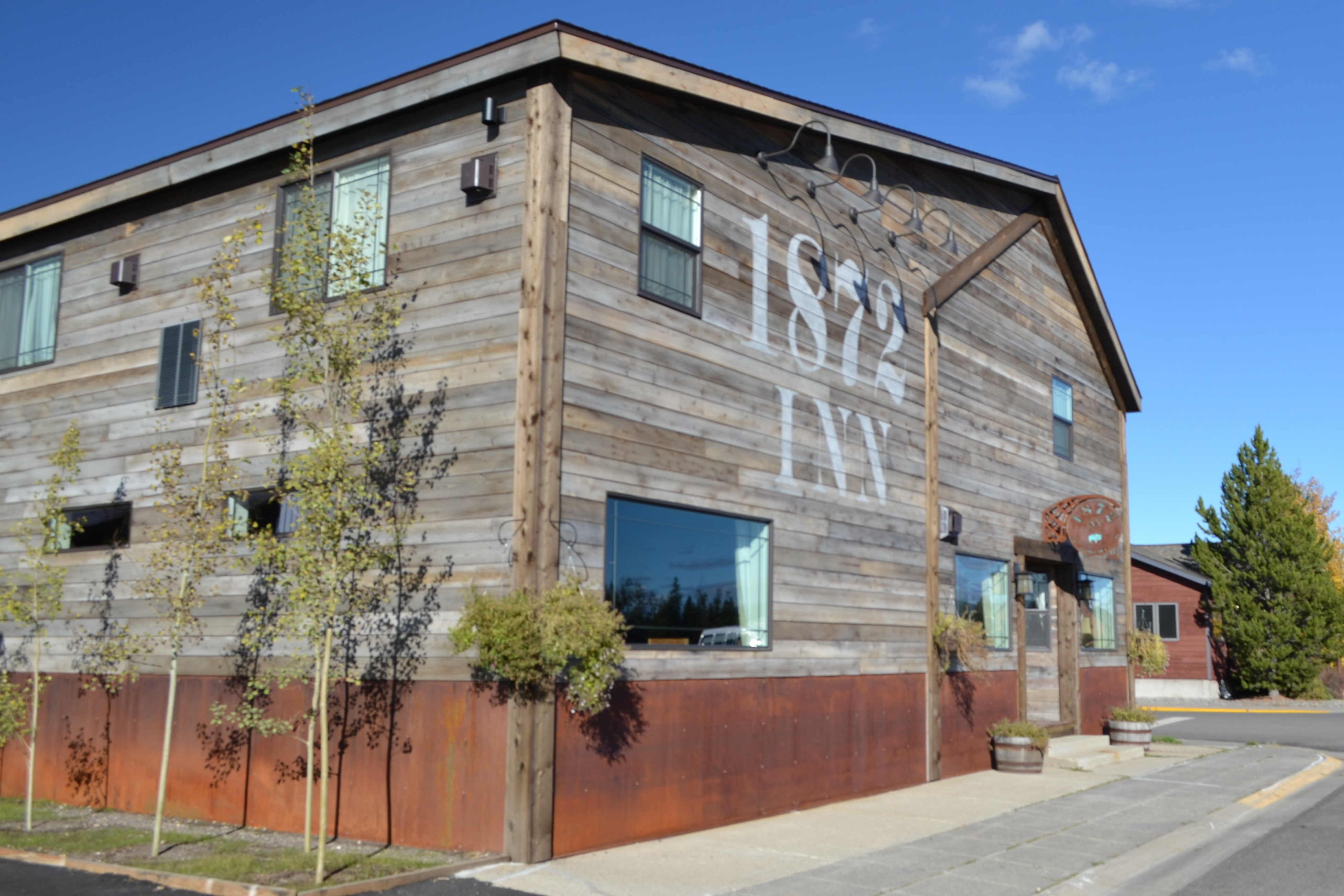 1872 Inn: Rustic Elegance at Yellowstone's Doorstep