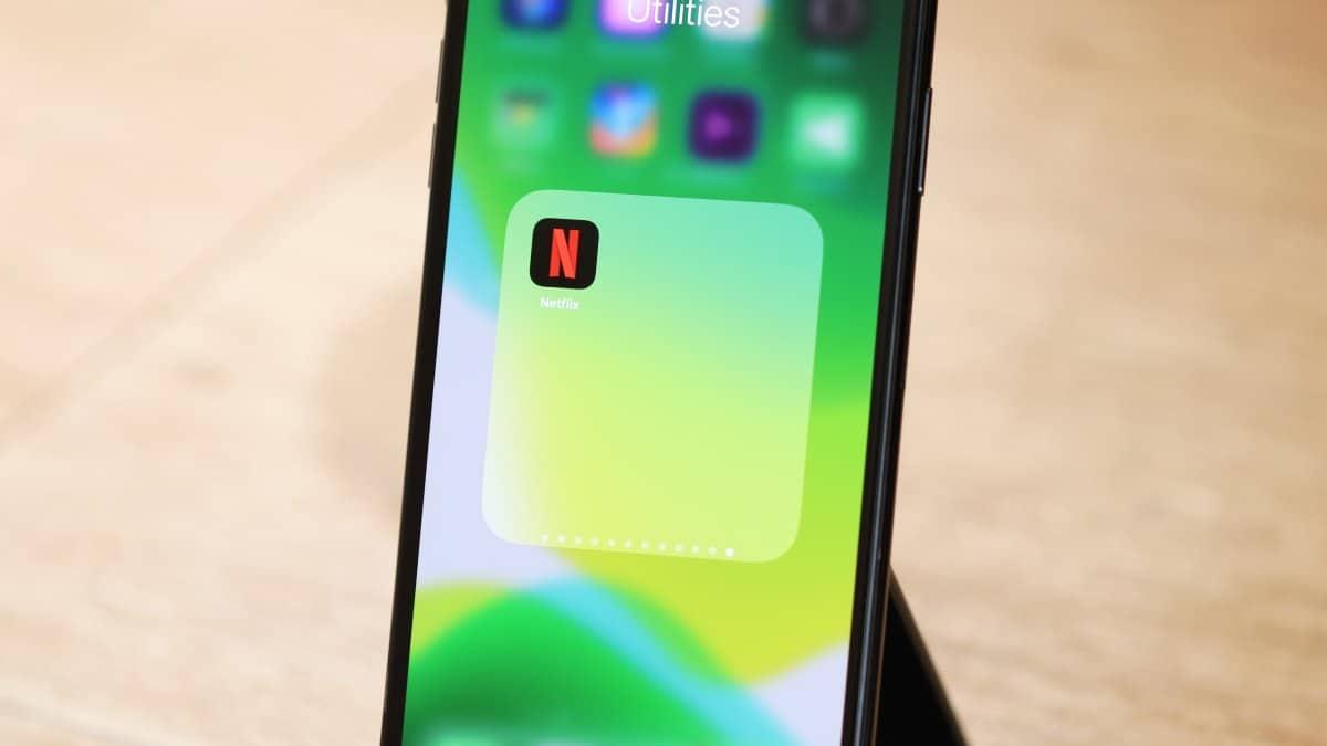 iPhone App folder Home screen Netflix