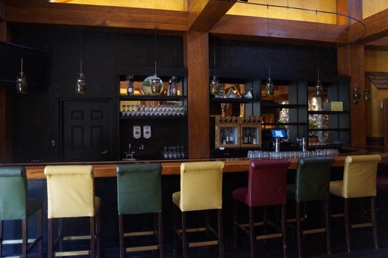 Hershey Lodge lobby bar