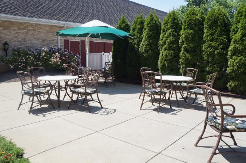 Hershey Lodge outdoor seating