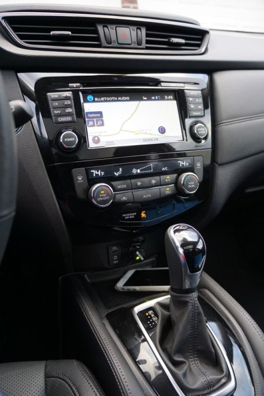 nissan-rogue-hybrid-center console