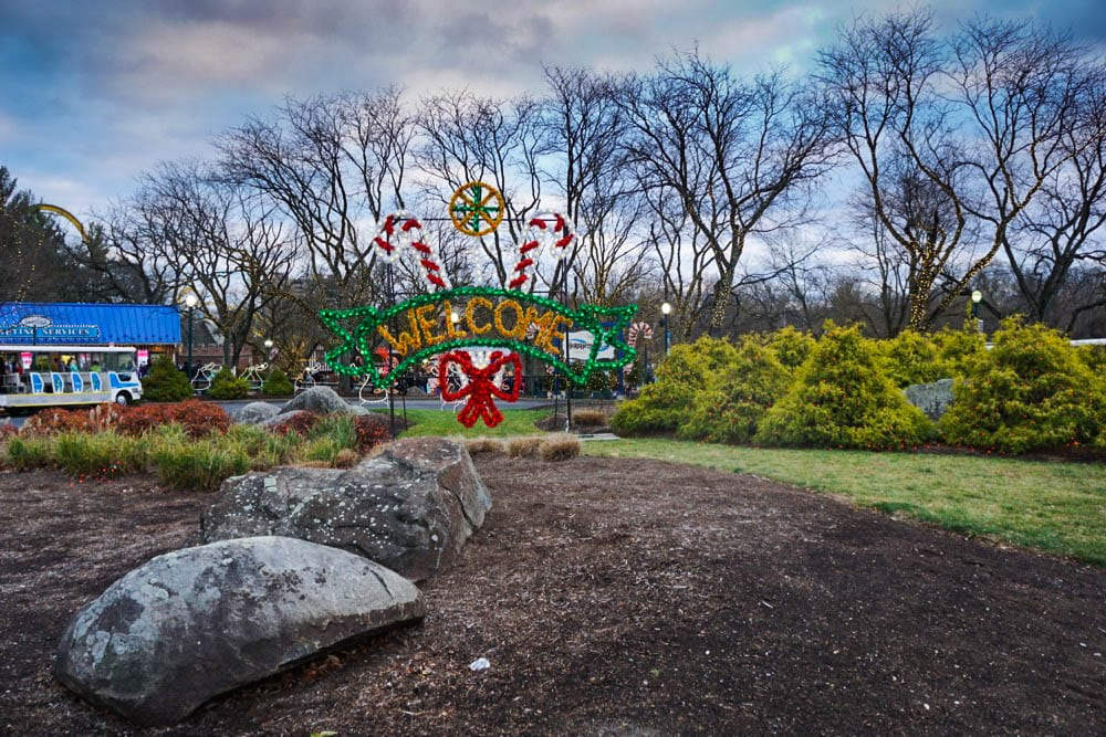 Hershey Park Christmas.Top 3 Reasons To Visit Hershey At Christmas All Things Fadra