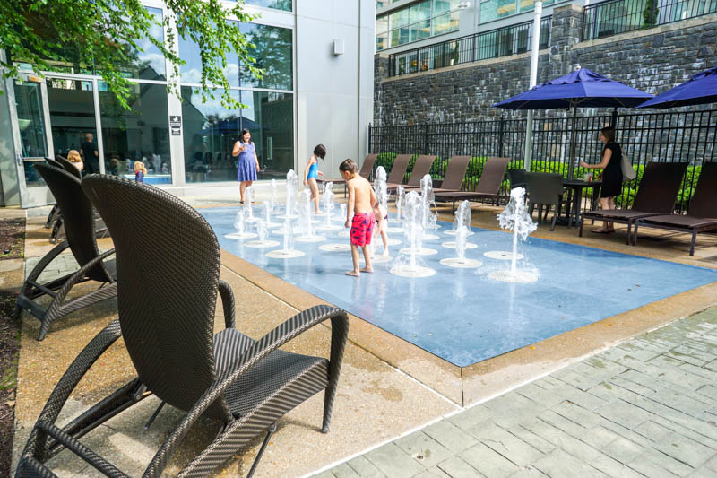 Gaylord National - splash pool